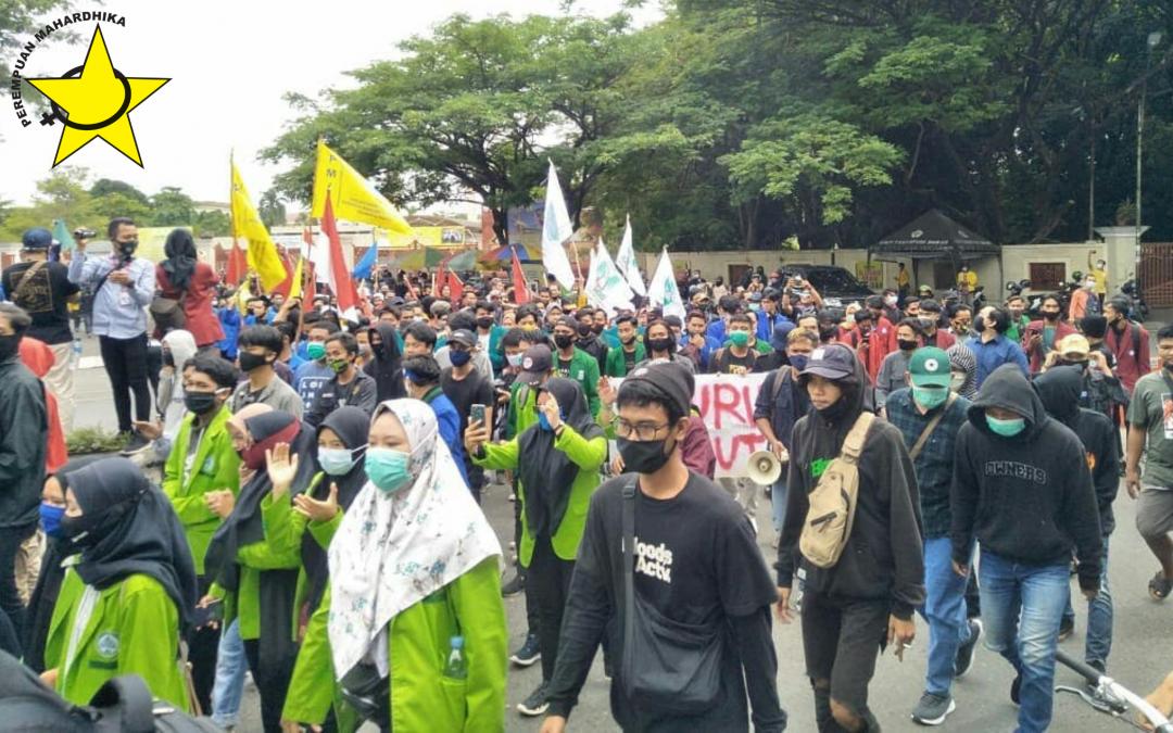 Aksi Perempuan Muda dan Buruh Melawan Omnibus Law