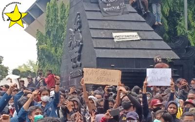 Kekerasan Aparat Kepolisian Mewarnai Aksi Tolak Omnibus Law di Semarang