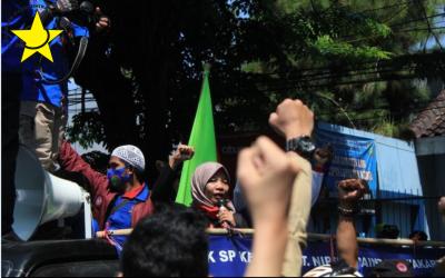 Aksi Kolektif dan Buruh Perempuan Purwakarta Menolak Omnibus Law